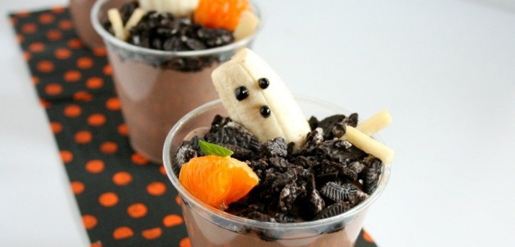 Spooky Graveyard Ghosts Cups are a nutritious Halloween snack (just don't tell your little goblins)!