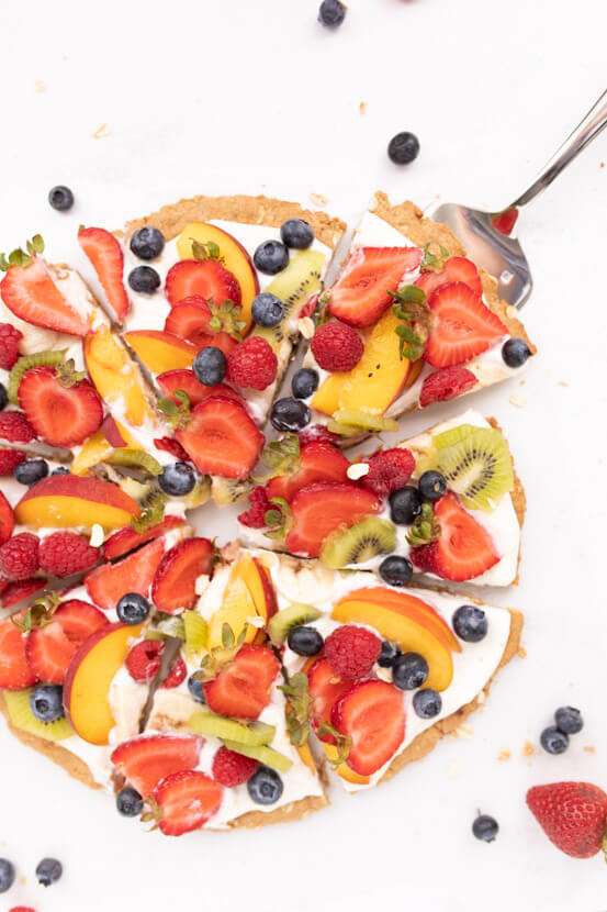 healthy spring snacks: Healthy Fruit Pizza from Holley Grainger