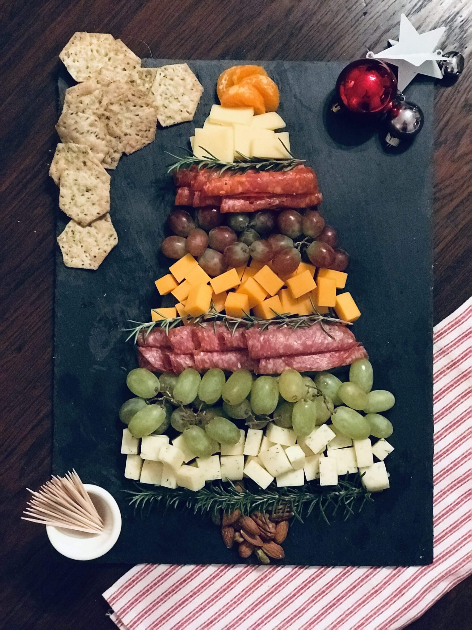 Make holiday entertaining easy and affordable with this holiday dinner party menu that tastes delicious and uses better-for-you ingredients from ALDI. #holidayentertaining #christmasparty #aldi