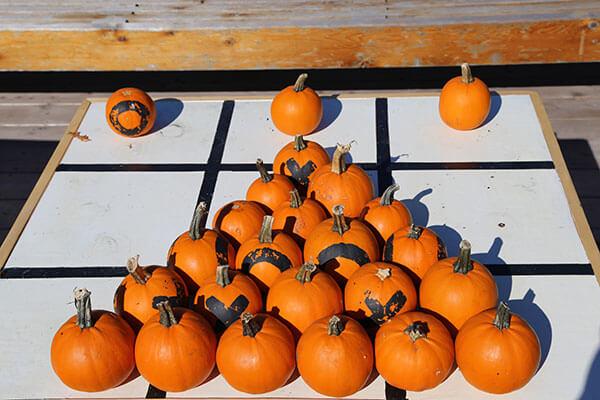 pumpkin-tic-tac-toe.jpg