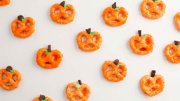 Chocolate covered pretzel pumpkins via I Heart Nap Time